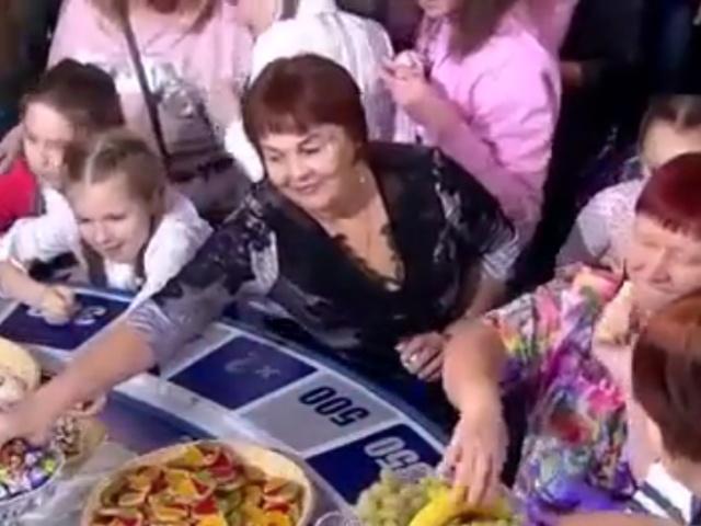 Что происходит с подаренной Якубовичу едой после окончания Поля Чудес