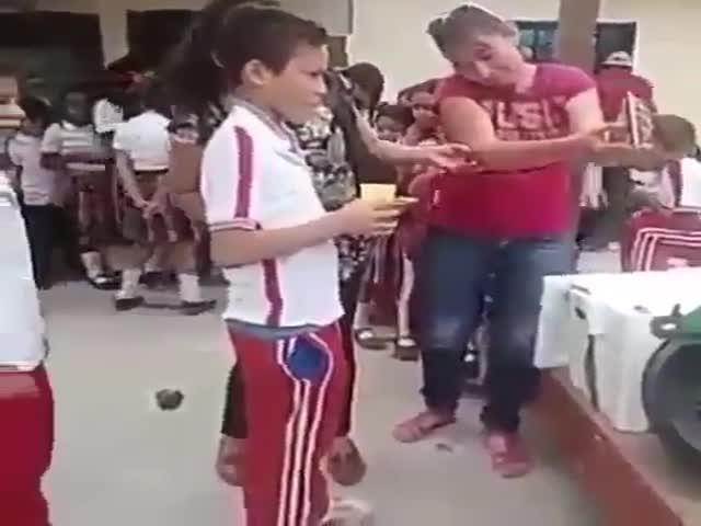Как создается отчет о раздаче еды школьникам в Венесуэле