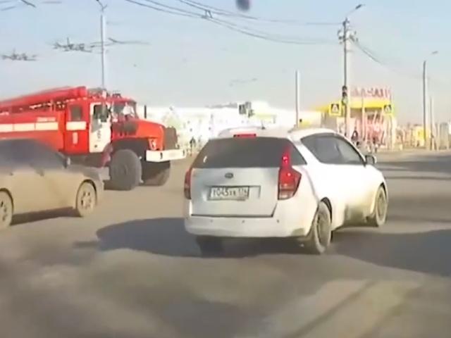 В Челябинске грузовик не пропустил пожарную машину, спешащую на вызов