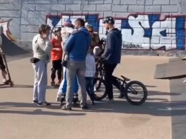 В Саратове неадекватная мамаша пришла устанавливать свои правила в скейт-парк