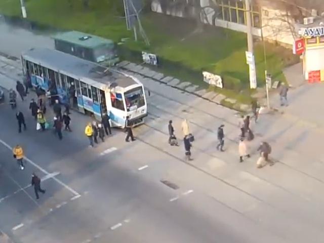В городе Каменское маршрутка с отказавшими тормозами чуть не снесла людей