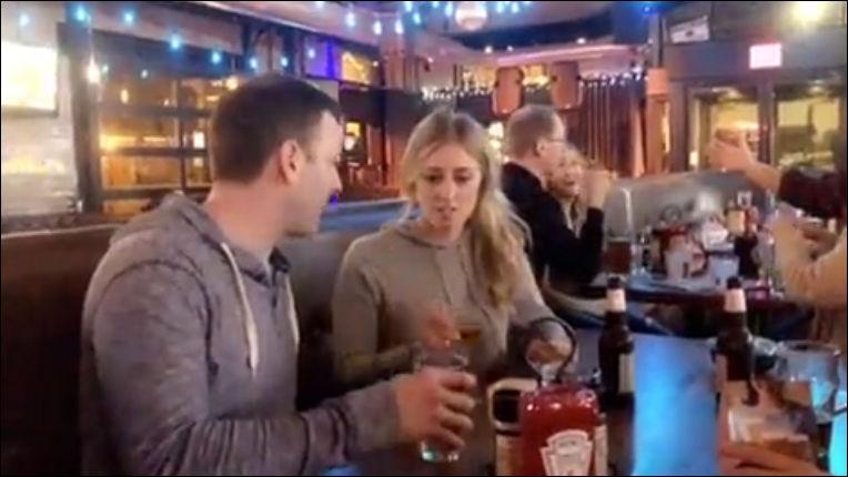 Кто быстрее выпьет бокал пива