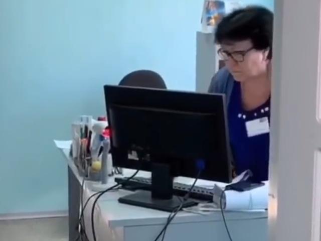 На Кубани сотрудница Почты России отказалась выдать посылку и прогнала посетителей