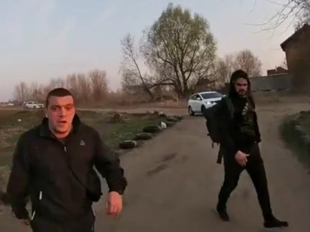 В Киеве парни напали на водителя квадроцикла, который ранее быстро проехал возле них