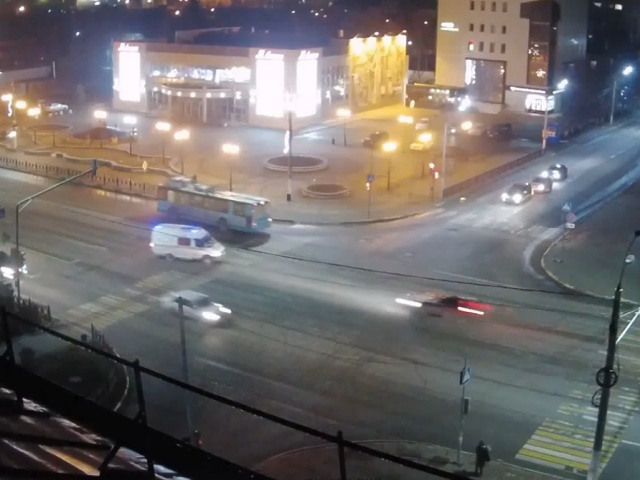 В Подольске пьяный водитель Nissan Teana протаранил машину скорой помощи