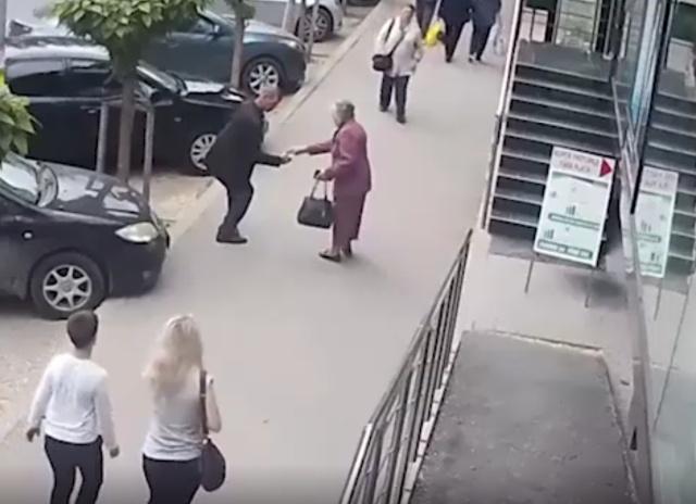 В Кишиневе неадекватный мужчина неожиданно ударил двух женщин
