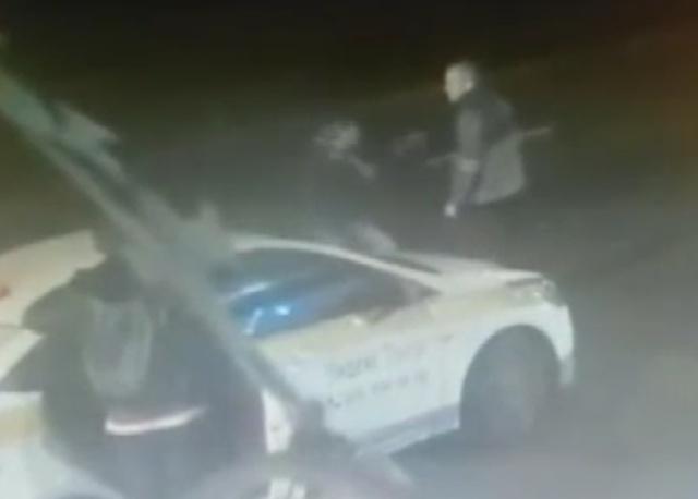 В Южном Тушино пассажиру пришлось разнимать таксистов, чтобы доехать домой