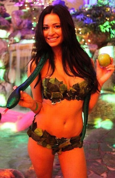 Празднование Хеллоуина в замке Playboy (102 фото)