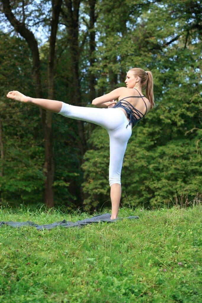 Урок йоги от Jordan Carver (20 фото)