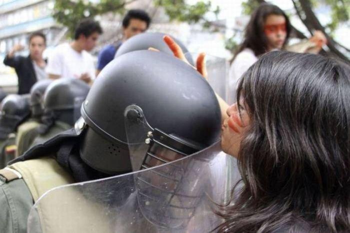 Доброжелательные протестующие (15 фото)