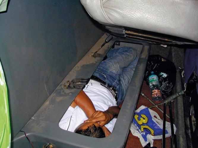 Контрабанда людей (8 фото)