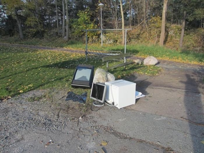 Что можно найти в мусорном контейнере в Швеции (36 фото)