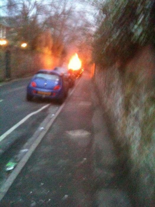 BMW X6 самостоятельно загорелся (18 фото)