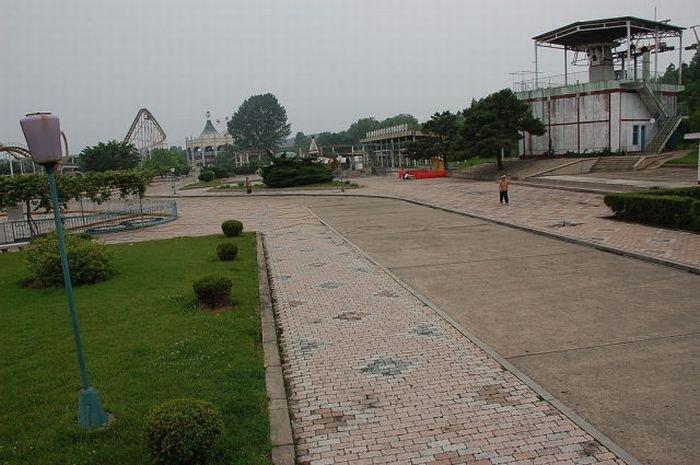 Парк развлечений в КНДР (27 фото)