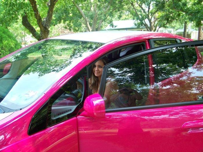 Автомобиль в стиле Hello Kitty (21 фото)