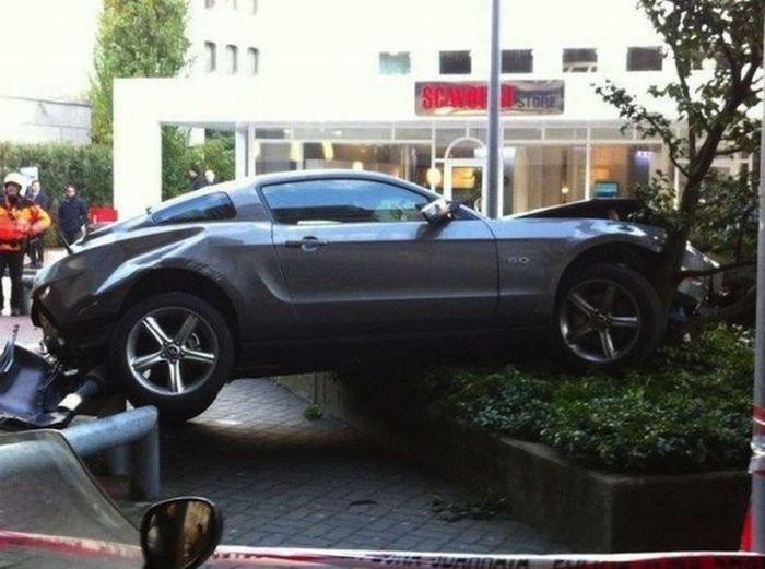 Неудачно припарковался (6 фото)