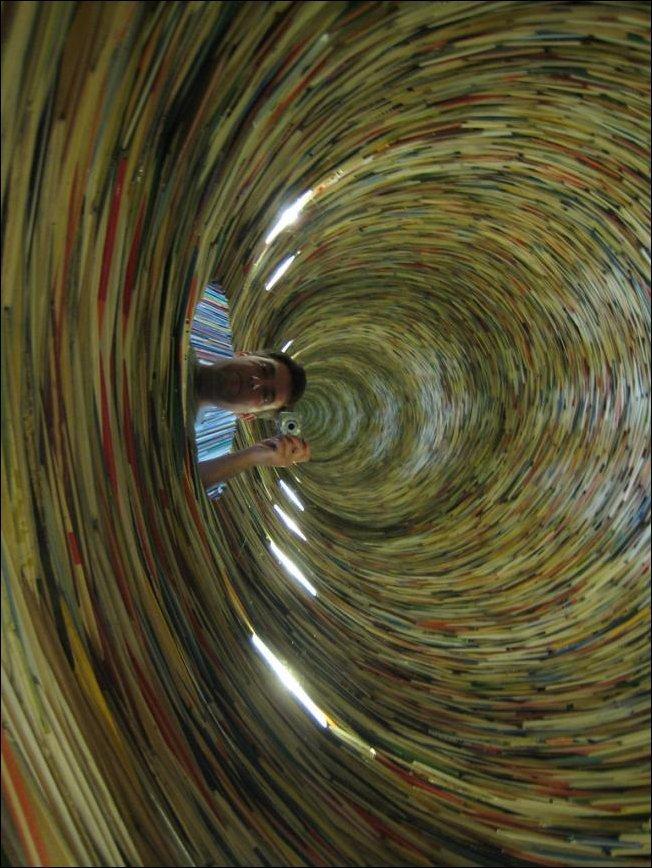 Книжный вихрь (4 фото)