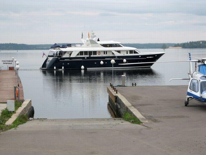 Яхта патриарха Кирилла (10 фото)