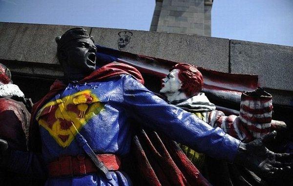 Памятник советским воинам в Болгарии (4 фото)