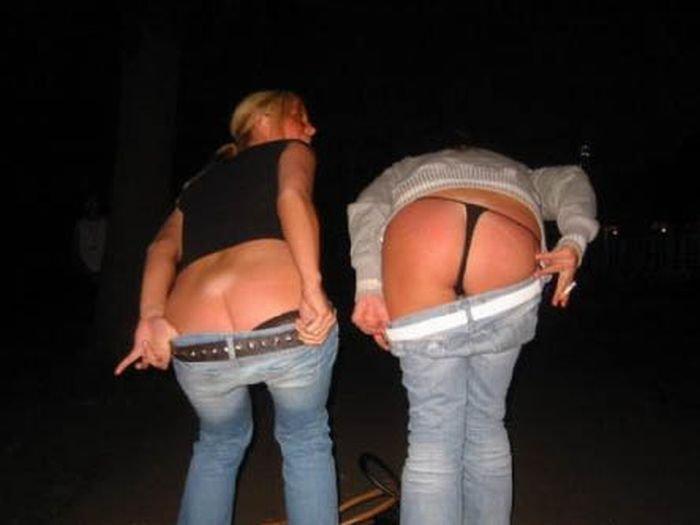 девушки показывают попку фото - 8