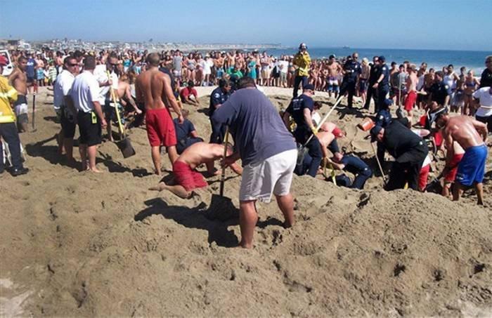 Закопался в песке (8 фото)
