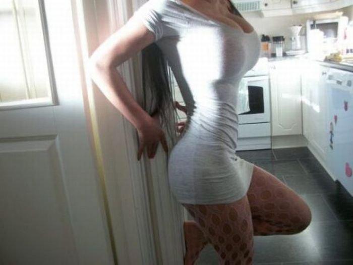 Девушки в облегающих платьях (30 фото)