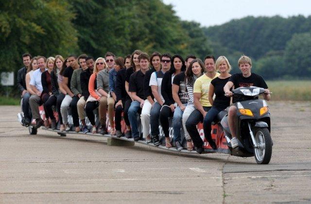 Самый длинный скутер в мире (6 фото)