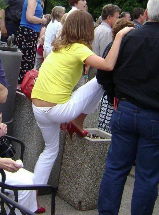 девчонки, фото и видео трусики торчат из штанов представляете себе как