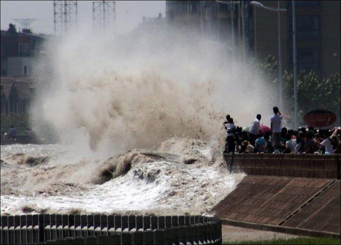 Прилив на реке Цяньтан (3 фото)