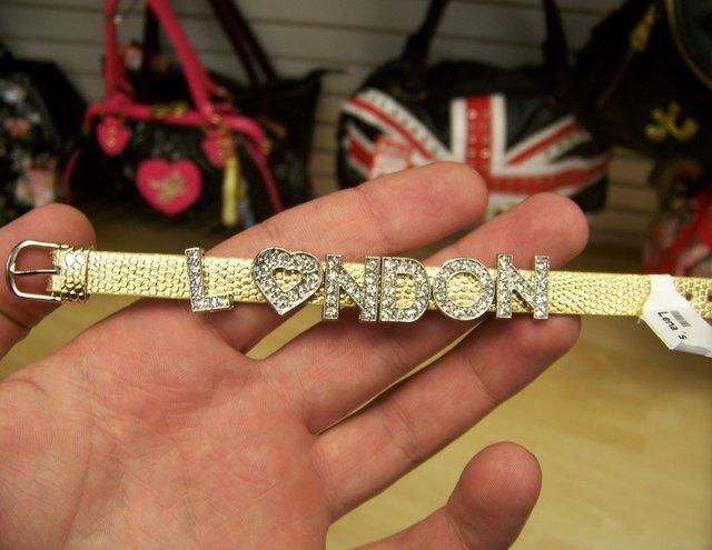 Сувенир из Лондона (2 фото)
