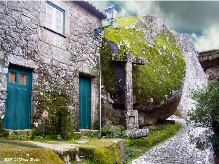 Сказочная деревня в Португалии (11 фото)