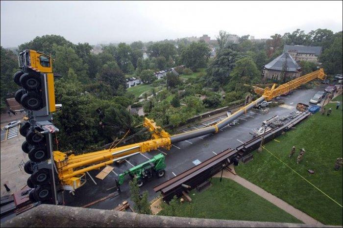 В США упал огромный кран (3 фото)