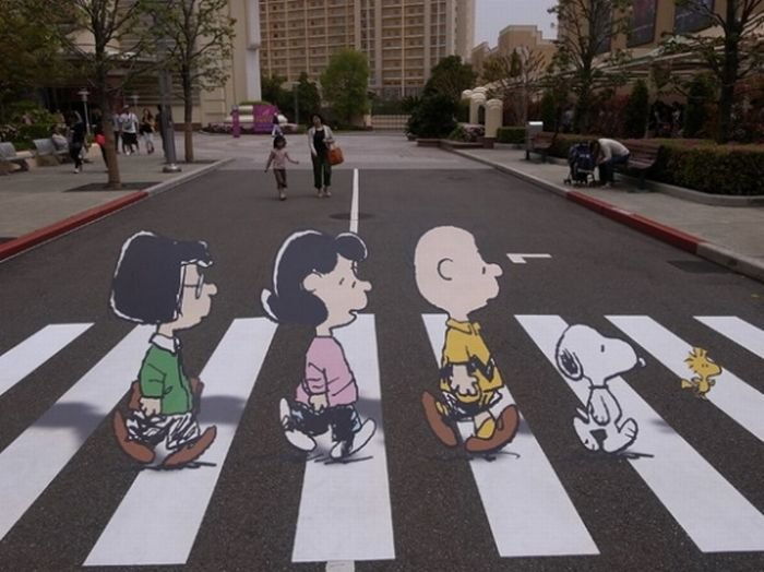 Классный пешеходный переход (2 фото)