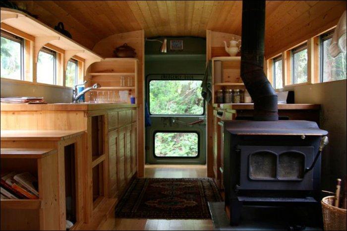 Дом из школьного автобуса (8 фото)