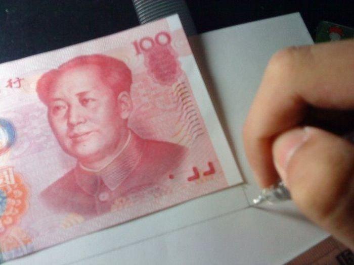 Китайский умелец нарисовал денежную купюру (34 фото)