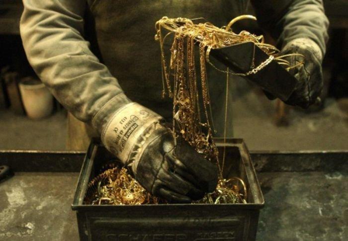 Как делают золотые слитки (11 фото)