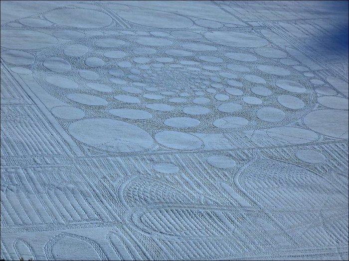 Рисунки на снегу (12 фото)