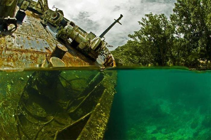 Брошенный лайнер (15 фото)