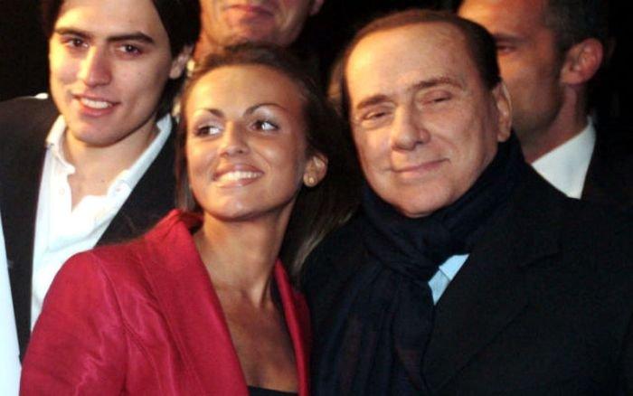 Невеста Сильвио Берлускони (18 фото)