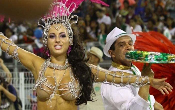 Девушки на карнавале в Рио (35 фото)
