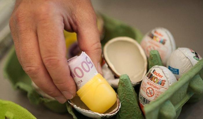 Контрабанда денег (9 фото)