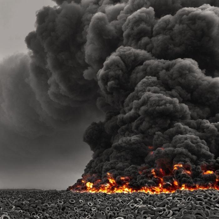 Шинный пожар в Кувейте (7 фото)