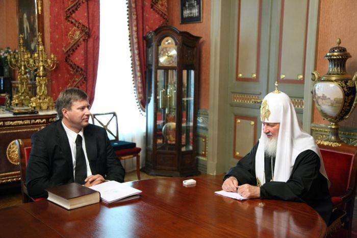 Ретушированный снимок патриарха Кирилла (4 фото)