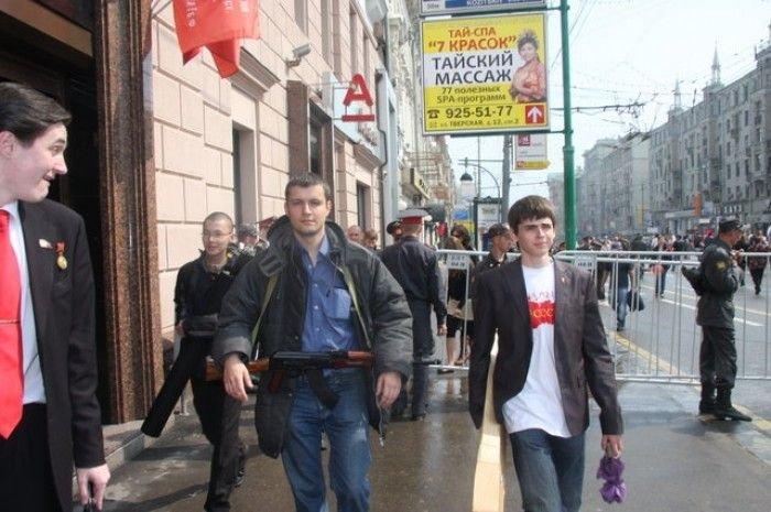 По Москве с АК-74 (10 фото)