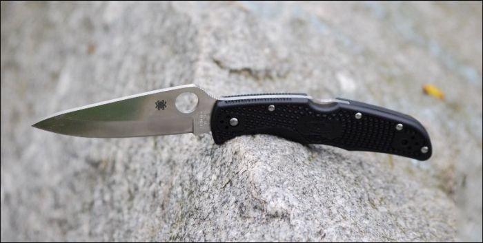 Зачем носите с собой нож? (2 фото)