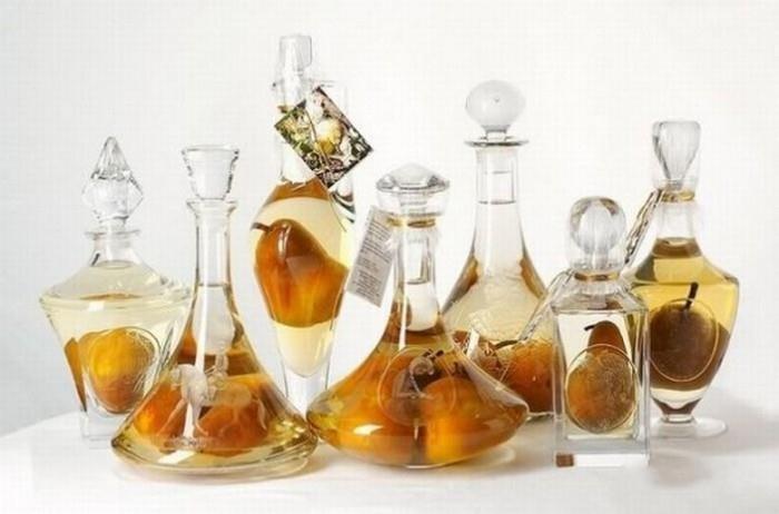 Как делают спиртное с фруктами внутри (8 фото)