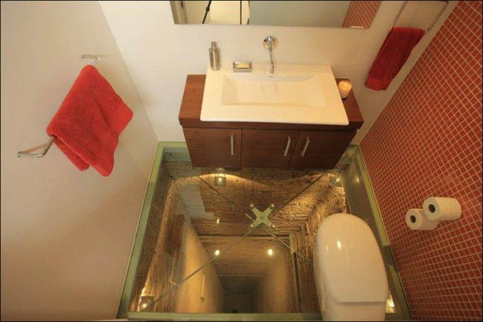 Ванная комната в лифтовой шахте (4 фото)