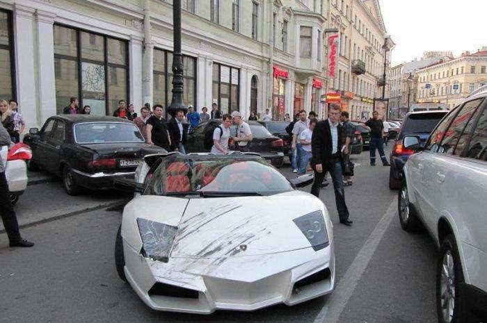 Lexus проехался по Lamborghini