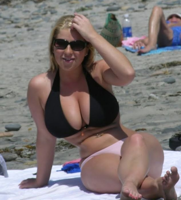 Девушки на пляже (22 фото)