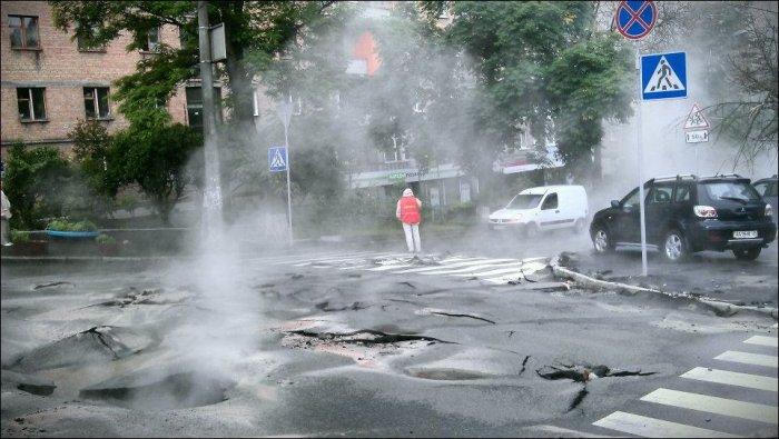 Кипящая улица в Киеве (10 фото)